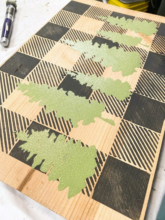 Stencil a cheeseboard tray for the holidays