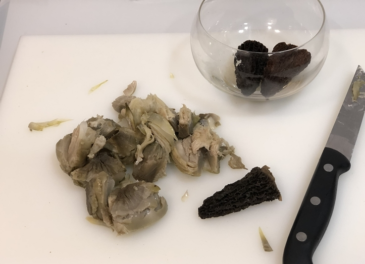 Buñuelos de alcachofa con múrgula y trufa