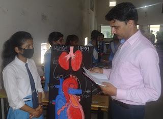 इंटर कॉलेज में चल रही कार्यशाला में शिक्षकों ने दिया छात्रों को टिप्स  | #NayaSaberaNetwork