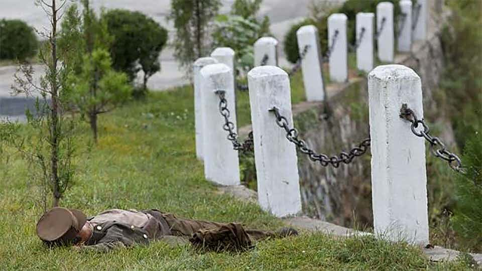 Οι στρατιώτες δεν πρέπει να ειδωθούν να ξεκουράζονται - ή να φωτογραφίζονται
