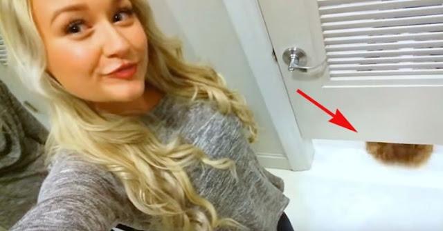 Έβγαζε μια selfie αλλά αυτό που πέρασε κάτω από την πόρτα είναι απλά απίστευτο!