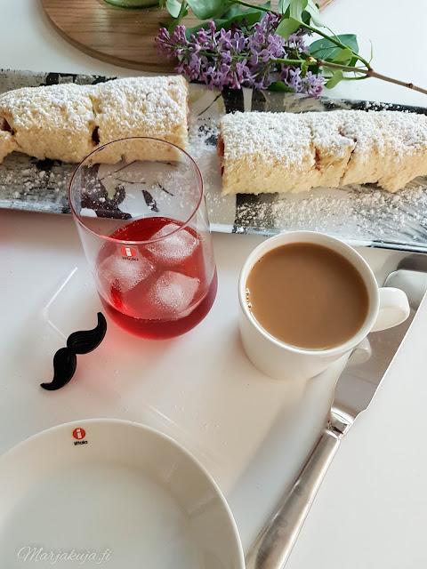 leivonta kesä kahvi kahvin kanssa