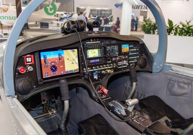 Sonaca 200 cockpit