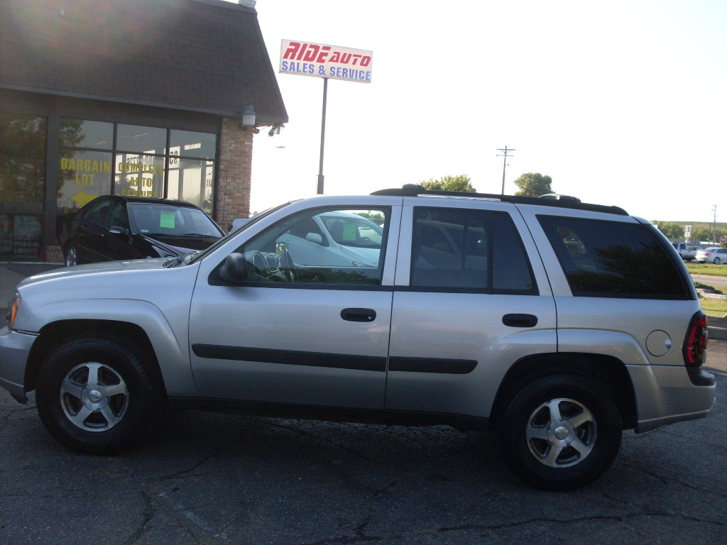 Ride Auto: 2005 Chevrolet Trailblazer silver