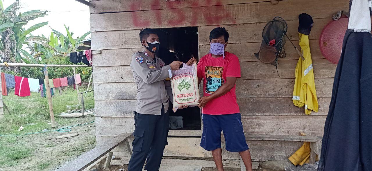 Jumat Berkah, Polsek Baebunta Salurkan 100 Kg Beras Untuk Warga Terdampak Covid-19