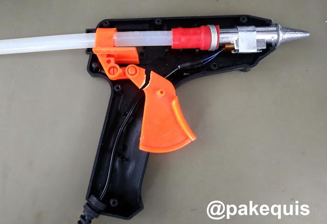 Pistola de cola quente com gatilho quebrado
