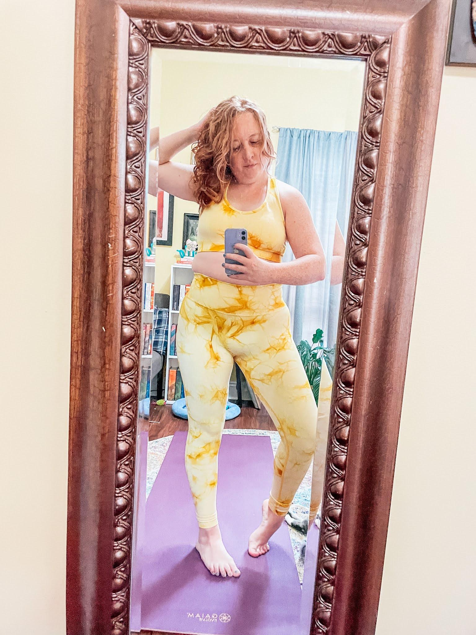 yellow-tie-dye-yoga-outfit