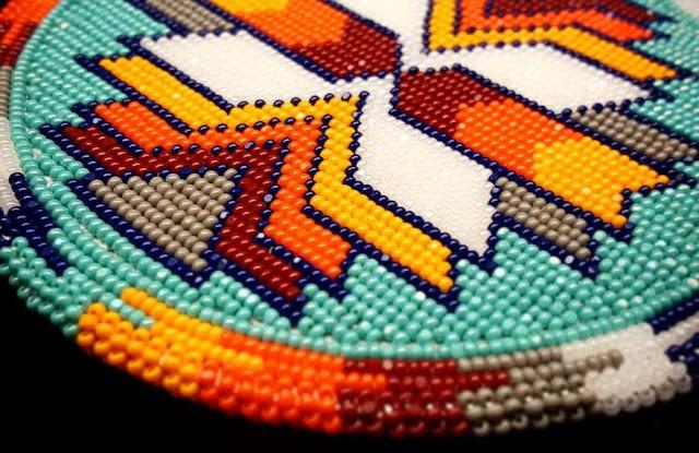 Lelang Seni Indian Amerika: Beadwork