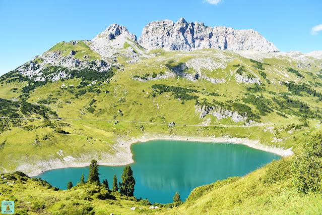 Lago Formarinsee en Vorarlberg, Austria