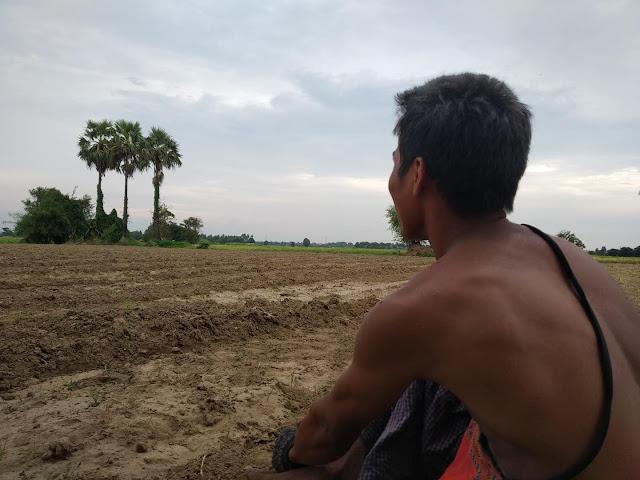 ဝင္းနႏၵာ၊ ခင္ႏွင္းေဝ (Myanmar Now) ● ေရလႊမ္းဒဏ္ခံ ဆြာေခ်ာင္းဆည္အနီးေဒသခံမ်ား လိုအပ္သေလာက္ အကူအညီ မရသျဖင့္ စိတ္ပ်က္ေန