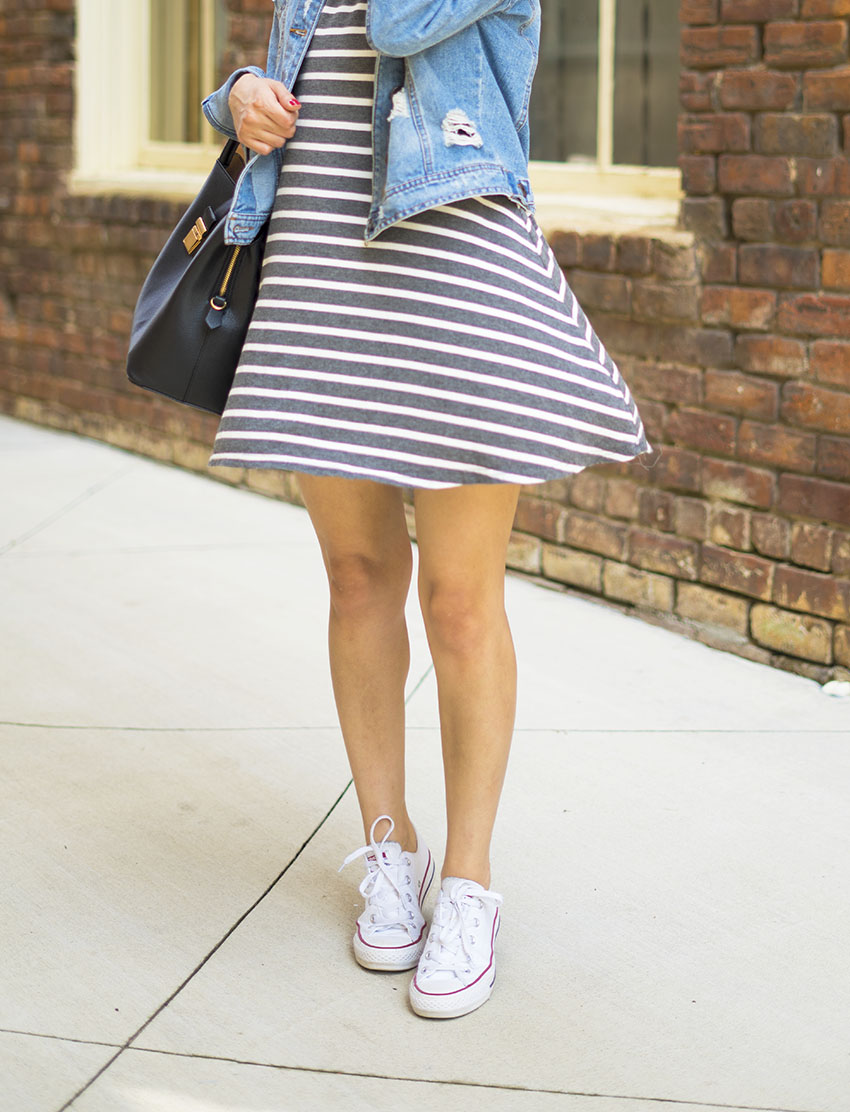 striped dress denim jacket white converse easy summer outfits