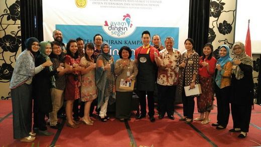 Chef Edwin Lau dan tim kampanye ayam dingin segar