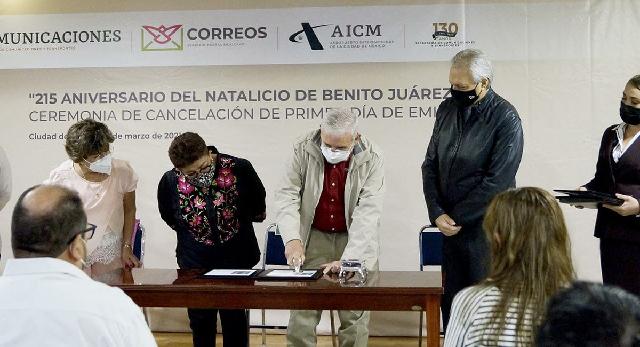"""Cancela el titular de la SCT estampilla en el """"215 Aniversario del Natalicio de Benito Juárez"""""""