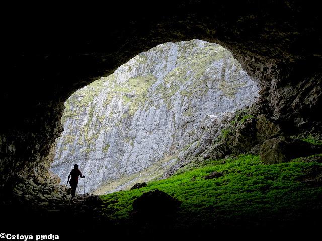En la Cueva de Ozanía