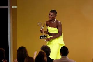 Dedico essa história a sobreviventes de abuso sexual', diz Michaela Coel no Emmy 2021