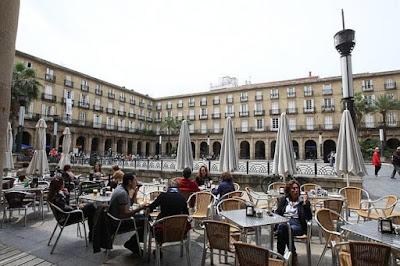 De pinchos en la Plaza Nueva, Bilbao