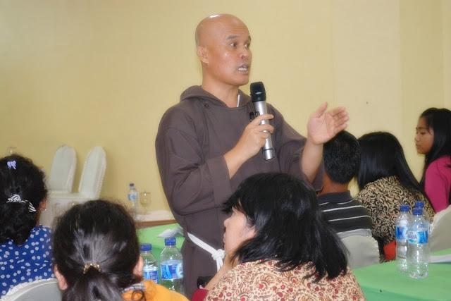 Pembinaan Kompetensi Profesional Guru Berbasis Pendidikan Nilai
