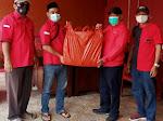Anggota DPRD Kota Bekasi Pimpin Pembagian 300 Nasi Box Ke Warga Jatisampurna