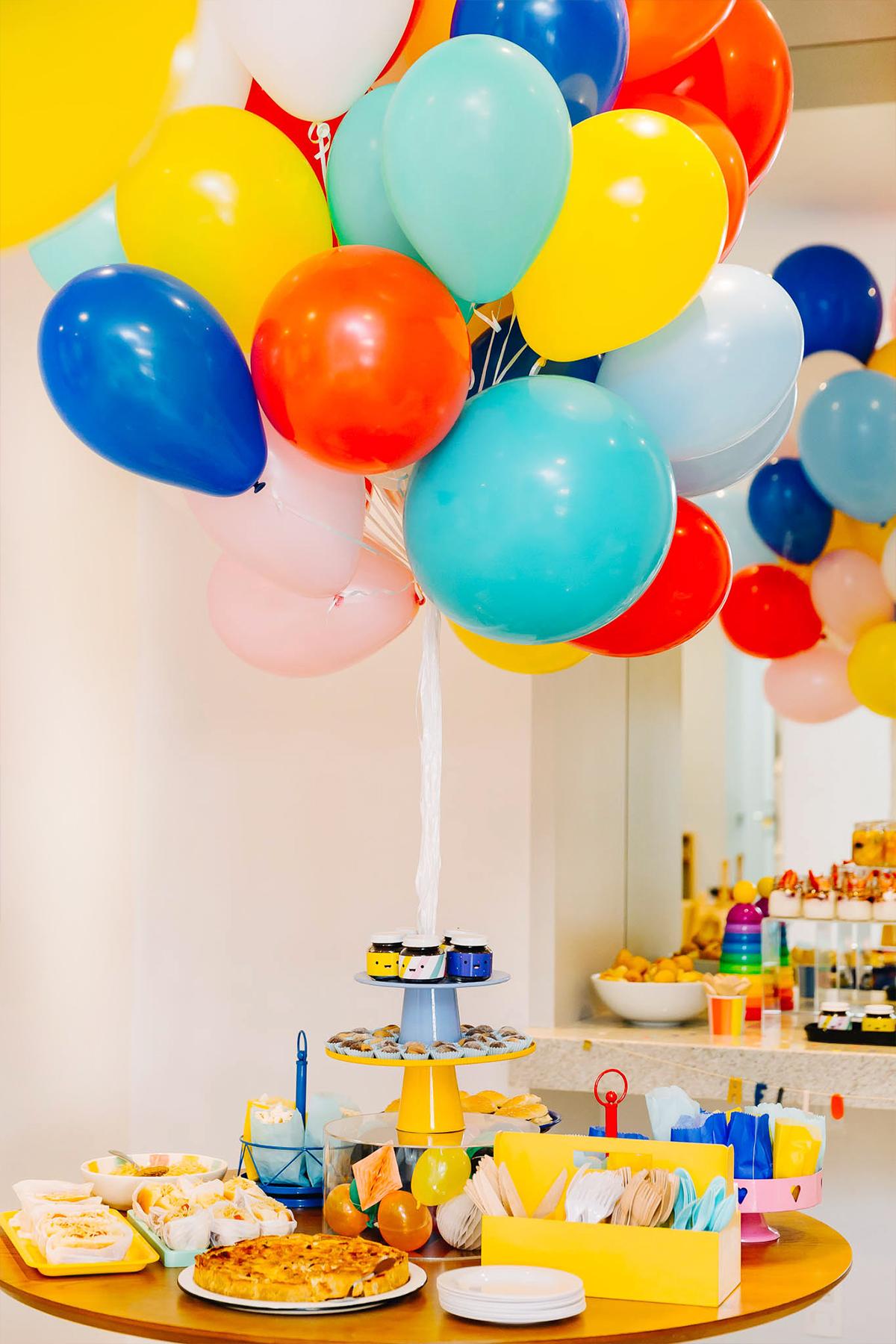 decoracao simples e barata festa aniversario 1 ano colorida para menino temas criativos masculinos formas e cores caixa de papelao blog do math brasilia martin
