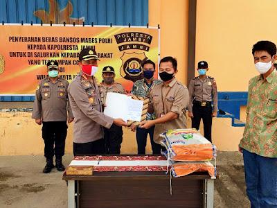 Kapolresta Jambi Cek 10Ton Beras Bantuan Dari Mabes Polri Untuk  Masyarakat Kota Jambi Yang Terdampak Oleh Covid -19