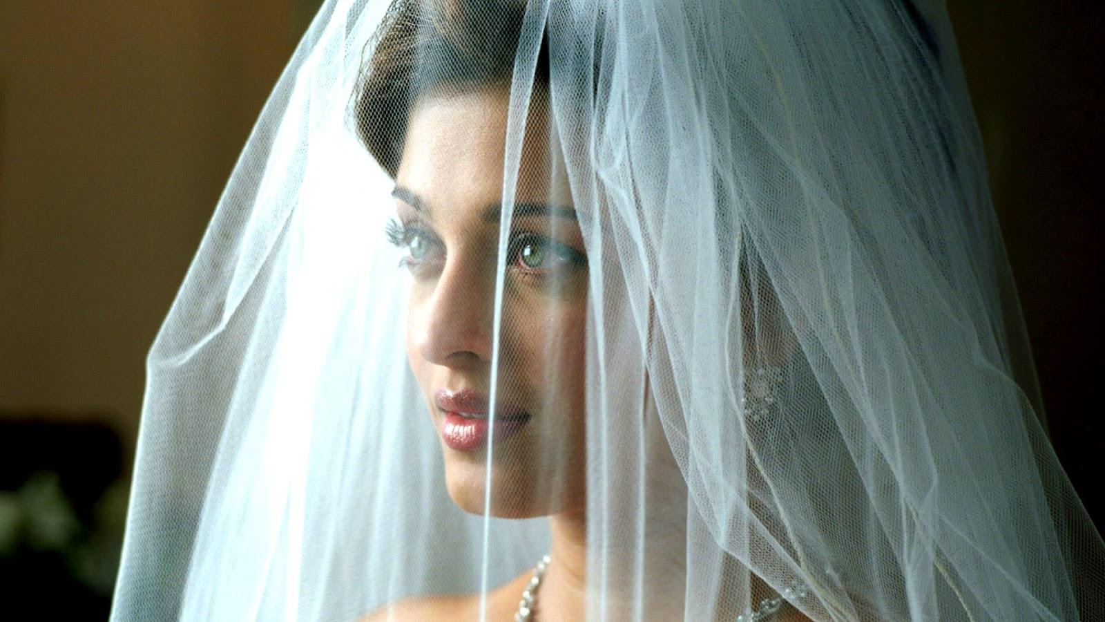 Aishwarya-Rai Looking So Beutifull Wallpapers - Hoteswallpaper-3307