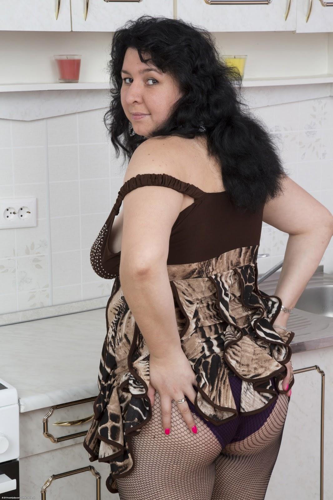 Solo 9 bbw granny with big natural boobs - 3 5