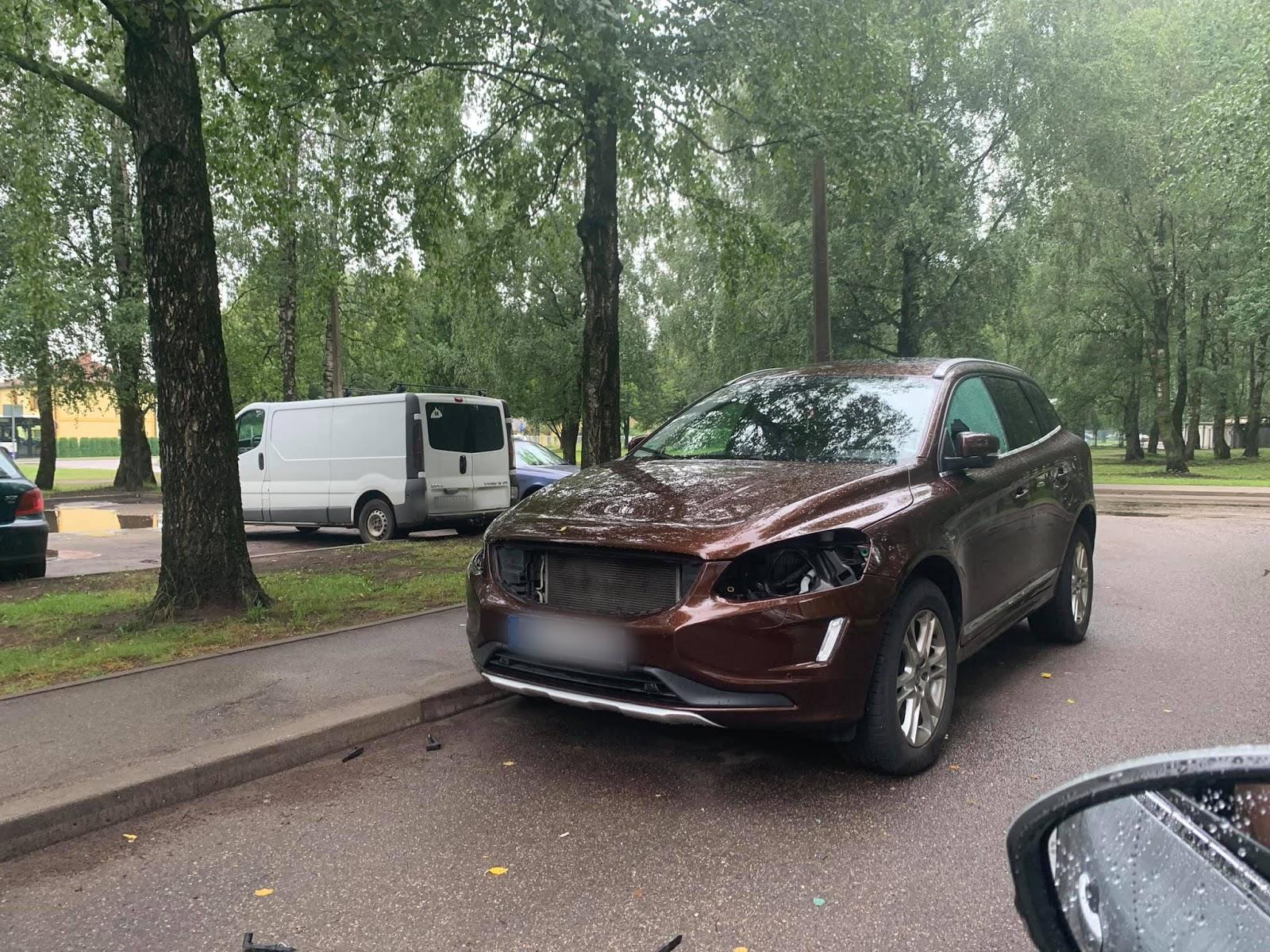 Pļavniekos nozog auto lukturus