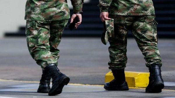 """Ejército de Colombia publica lista de """"oposición"""" en Twitter"""