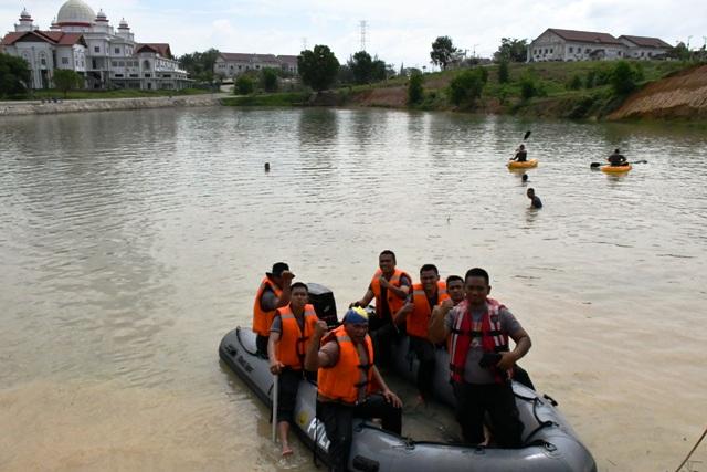 Antisipasi Bencana Banjir, Sat Sabhara Polres Aceh Timur Latihan SAR Terbatas