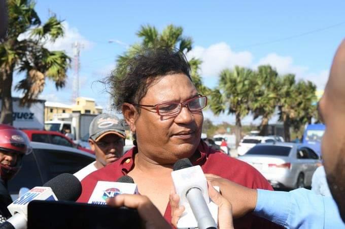 Hombre que rescató personas en mar Caribe también es chofer de un camión