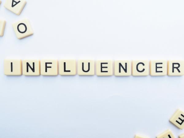 10 marcas de influencers: ropa, complementos y maquillaje