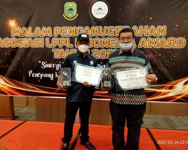 Cik Ujang  Sabet Award  Bupati Peduli  LPPL  radio dan Televisi Indonesia 2021.