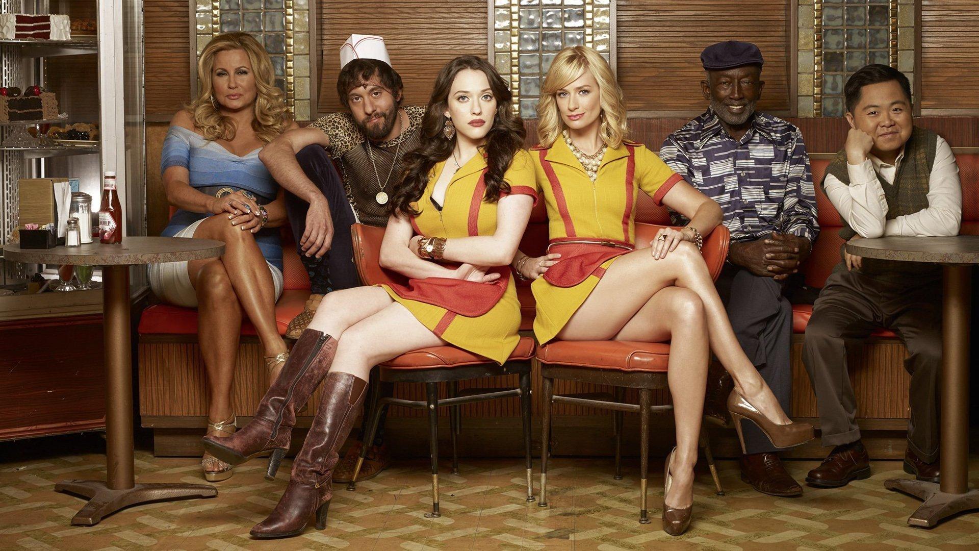 Max, Caroline y el resto del reparto de 2 Broke Girls