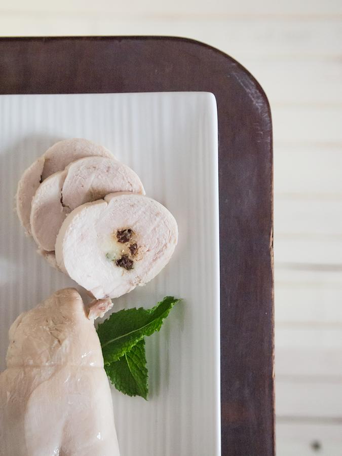 Rollitos de pollo con pasas y menta