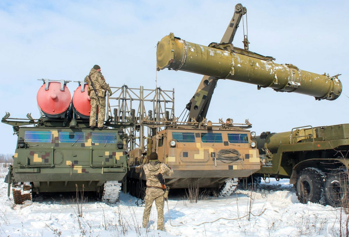 Зенітний ракетний дивізіон С-300В1 прикрив війська з повітря
