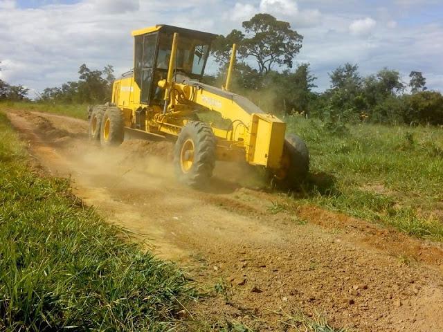 CASCALHO RICO: Prefeitura realiza ações de melhorias em estradas rurais
