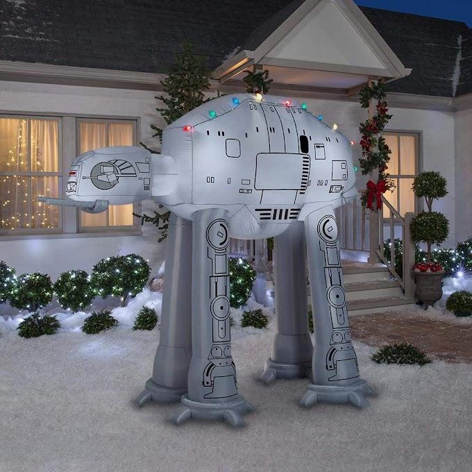 El AT AT navideño hinchable que necesitas estas fiestas