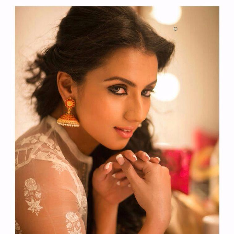 Mallu Hottie Sruthi Hariharan Stunning Hot Deep Sexy Navel -4744