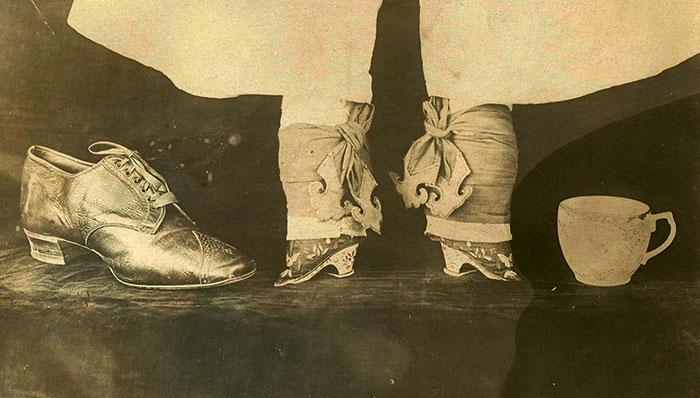 kaki lotus wanita china