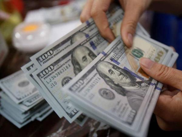 بعد تراجعه الايام الماضية.. الدولار يُواصل الصعود