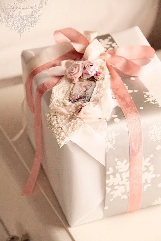 How To Wrap Wedding Gifts: Gifting Tips, Advice And Inspiration