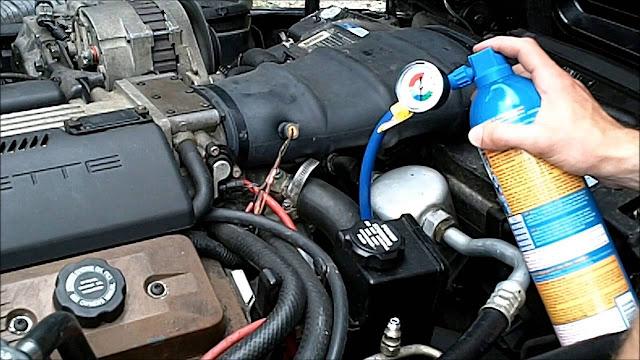 Comment recharger le climatiseur dans une voiture
