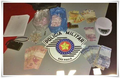 POLÍCIA MILITAR PRENDE TRAFICANTE E APREENDE DROGAS E MUNIÇÕES EM REGISTRO-SP