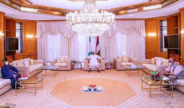 Buhari Seen Observing Social Distancing While Meeting With Health Minister And NCDC Boss In Aso Rock
