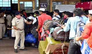 यूपी में लौटने वाले प्रवासियों के लिए दिशानिर्देश जारी, कोरोना के लक्षण पाए जाने पर होना होगा क्वारंटीन | #NayaSaberaNetwork