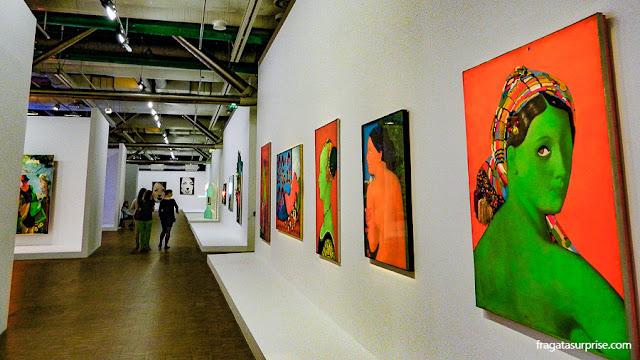 A Grande Odalisca (1964), obra de Martial Raysse no Centro Georges Pompidou, Paris