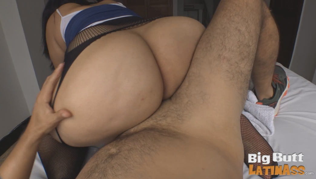 Big booty blondie fesser gets oiled up and fucked outdoor 4