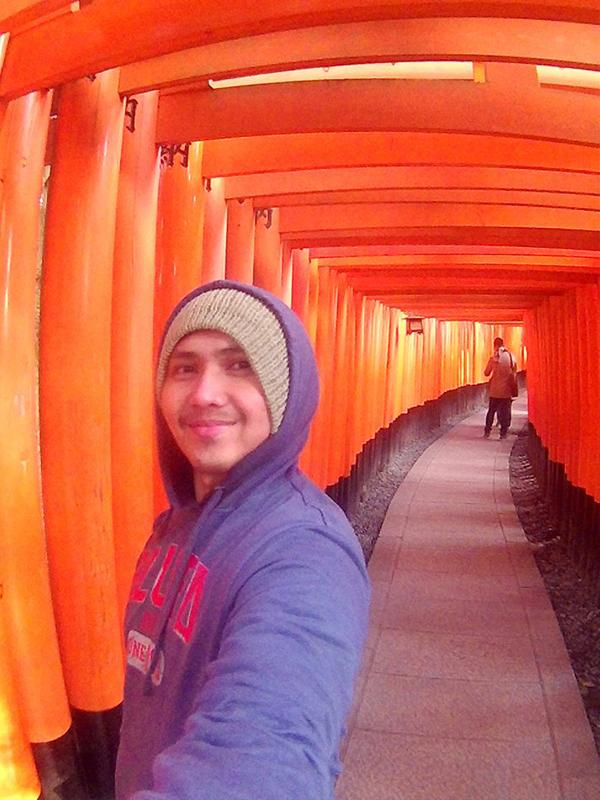 1,000 infinity Tori gates at Osaka, Japan