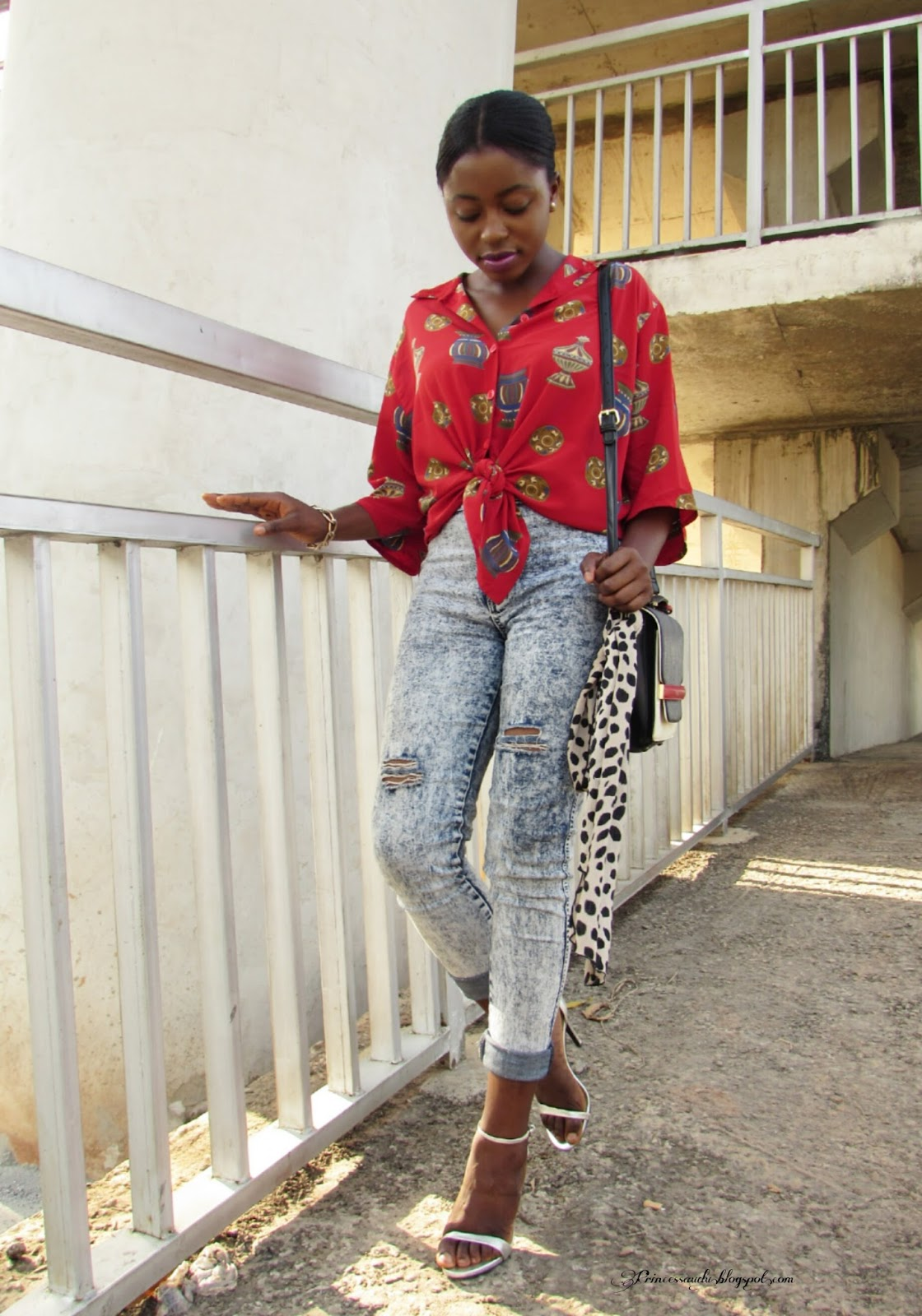 Distressed jeans,  how to style a vintage shirt