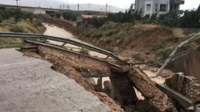 Κατέρρευσε γέφυρα στα Μέγαρα (βίντεο)